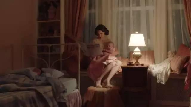"""""""95后全职妈妈占八成"""":这个世界不再嫌弃全职妈妈了吗?"""