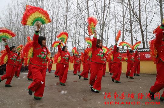 平顶山石龙区:乡村春晚闹新年文化大餐惠基层