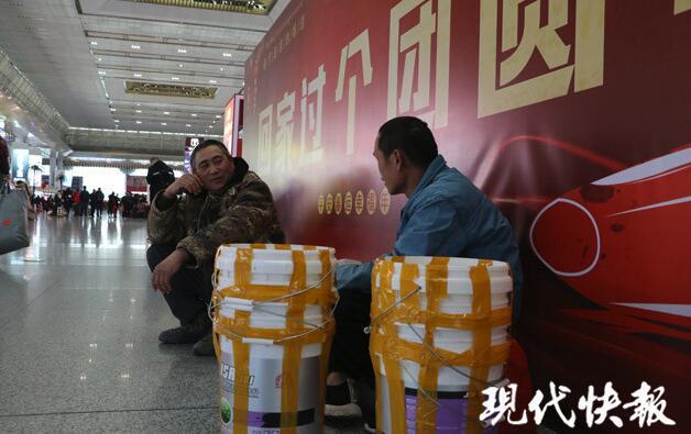 行李的故事 | 老韦带了6个涂料桶:盛水、腌咸菜,家人可喜欢用了