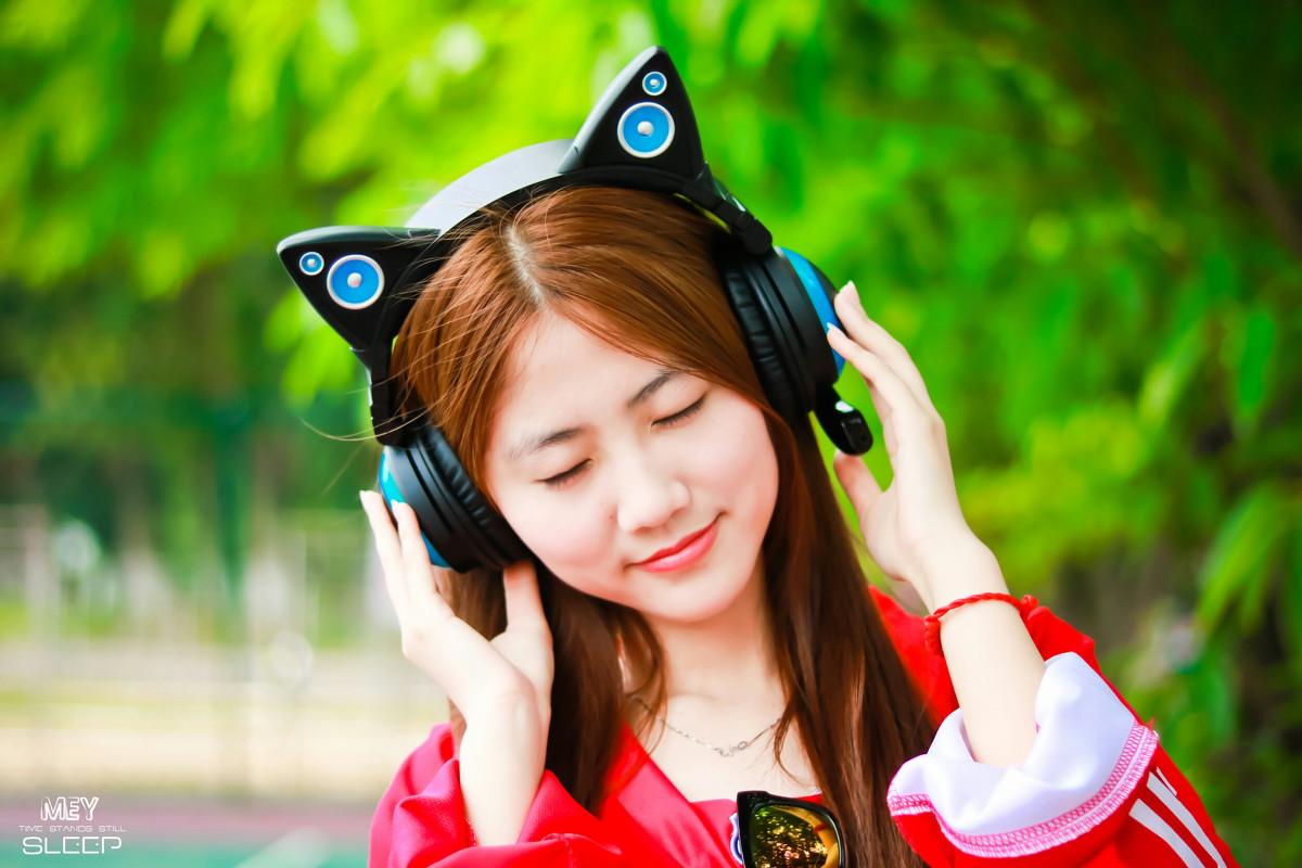 <b>戴耳机时嚼点东西,有助于保护耳朵!</b>
