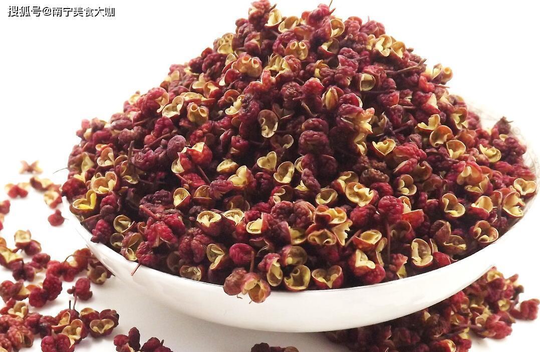 炸花椒油直接下锅是错的,教你正确做法,花椒油又香又麻、不发苦