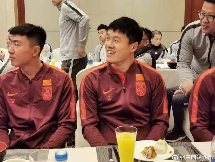 国足官方宣布李昂重返球队集训
