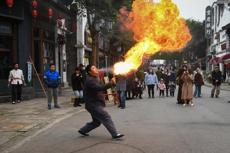 玩民俗、看热闹、逛街市,两江影视城新春民俗文化旅游季正式开启