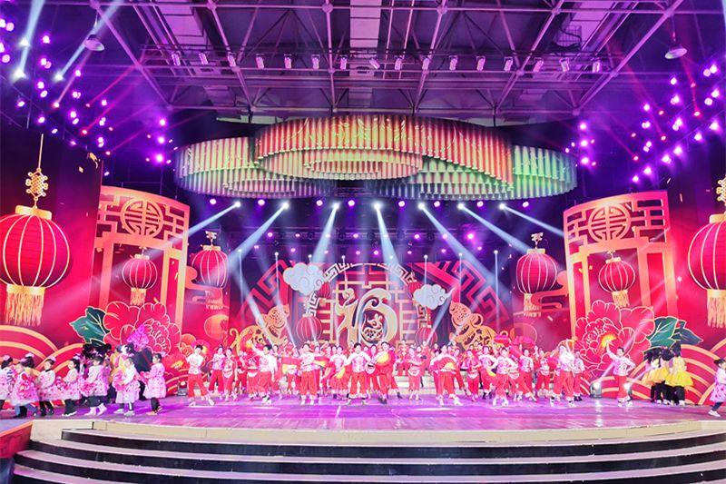 另外,舞台led大屏和灯光的使用数量也是历年最多的一次.图片