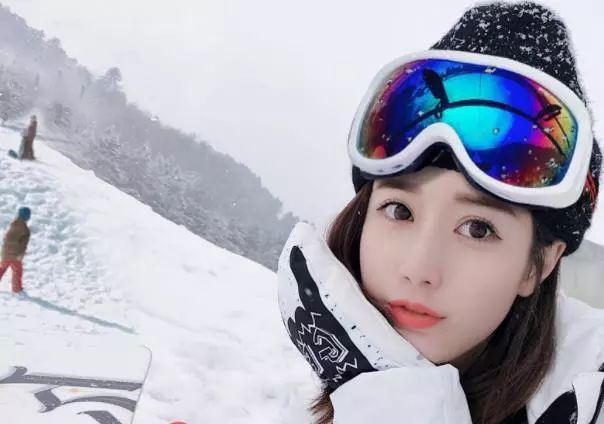 滑雪场美女