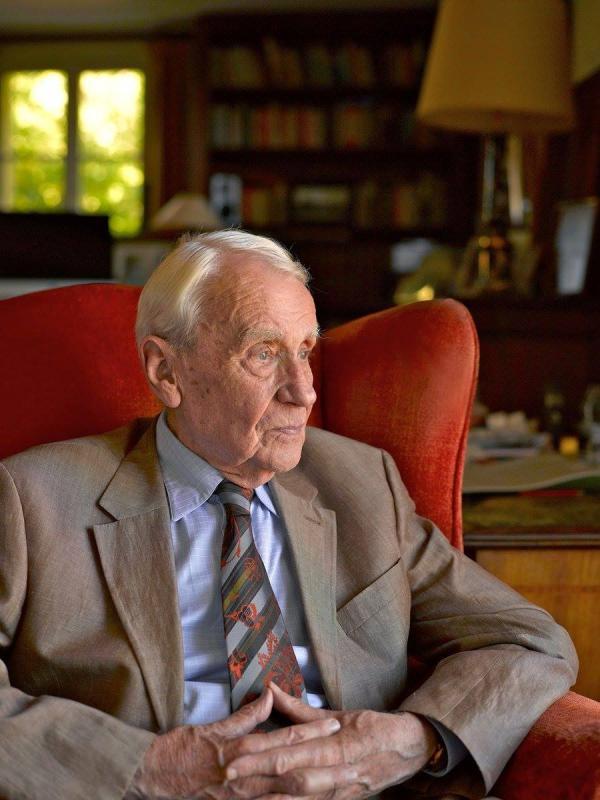 《魔戒》作者托爾金之子克里斯托弗·托爾金去世,享年95歲