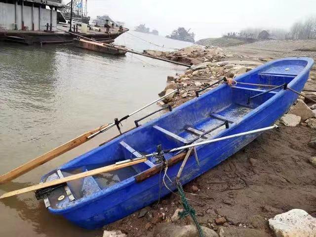 湖北一小型塑料船在长江翻沉 船上5人下落不明