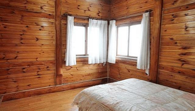 为何美国人喜欢用木头来建房,宁愿被风吹跑,也不用钢筋水泥?