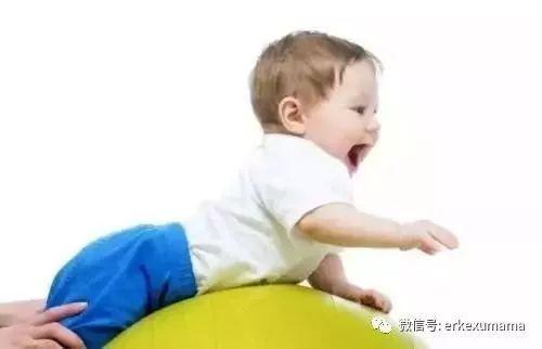 孩子抱在怀里就睡觉,放下就醒,怎么办?|
