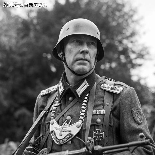 二战时期,许多德国士兵胸前都会挂着一块金属牌,那是干嘛的?_德国新闻_德国中文网