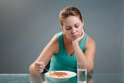 原创体内有癌,吃饭先知?若吃饭时出现这种现象,暗示癌症已来到