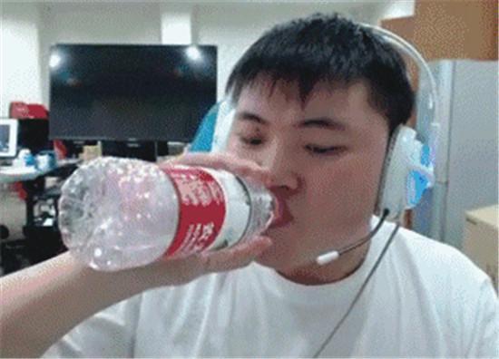 《枣子哥请求出战!RNG春季赛首战告负,网友:小龙堡真的尽力了_超越代理app》