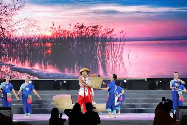 东莞这个镇昨晚刷屏了,300余名演员轮流上演本土原创节目!