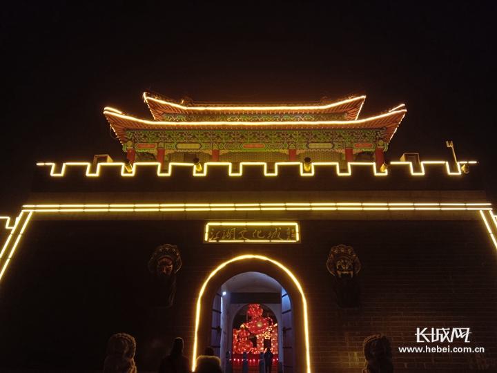 【新春走基层】花灯耀 绝活妙 杂技俏 夜幕下的吴桥杂技大世界精彩连连
