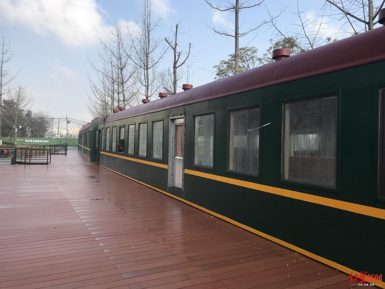 991成都二仙桥公园:绿皮车里的艺术餐吧 春节邀