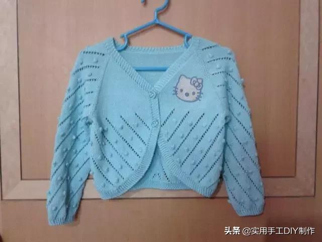 「钩编图解」给女儿织的Kitty 猫图案小坎肩,有详细编织过程:
