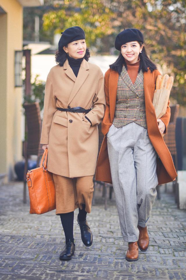 原创岁月不会辜负精致的女人,时尚博主三木与妈妈的母女装,温柔得体