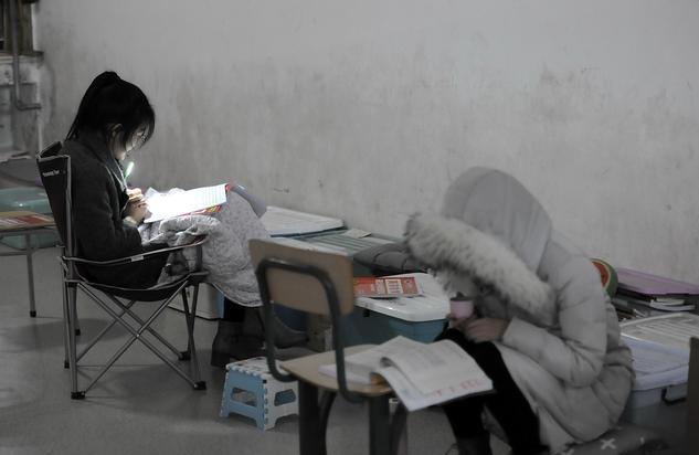 [考研失利之后,担心父母责备,她过年不想回家了]