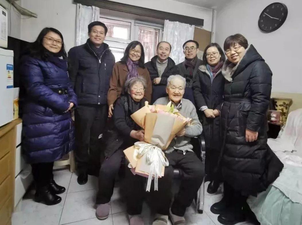 [北京大学第六医院领导春节前看望慰问医院老领导]