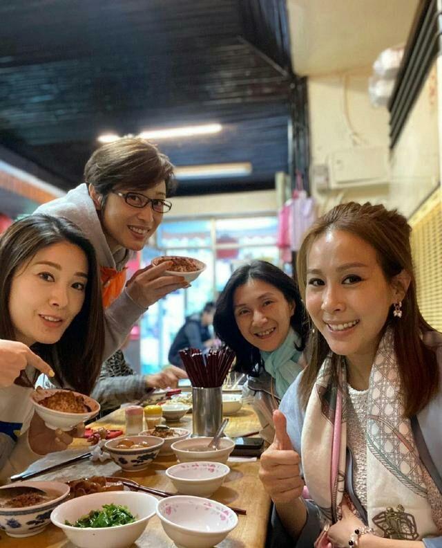 陈法蓉晒四代港姐合影,短发几年没变,52岁不结婚也不见老!