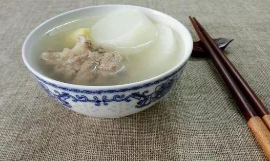 _猪骨头汤美味营养又滋补 补钙补铁抗衰老可以多喝