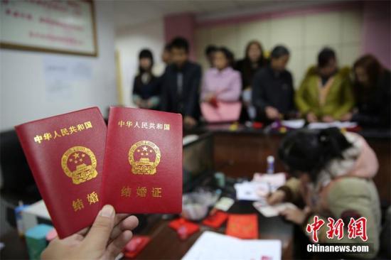 民政部:去年全国结婚登记947.1万对 离婚415.4万对