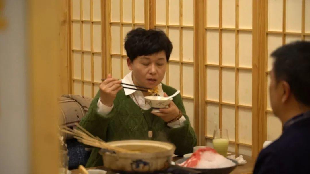 [让人一看就有食欲的海鲜串串!红毛蟹、三文鱼、龙虾片,想涮啥就涮啥!]