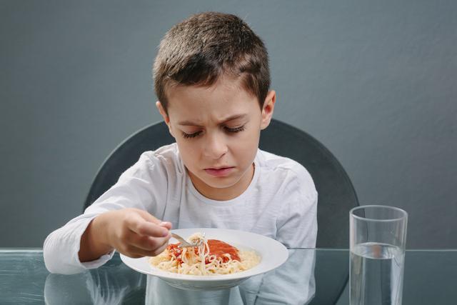 营养师:宝宝刚吃辅食就挑食?竟是因为这些事情大人没做好