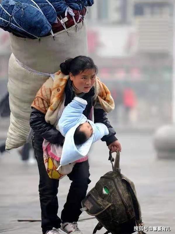 """【感动所有中国人,被称为""""春运最美妈妈"""",这10年你过得好吗?】"""
