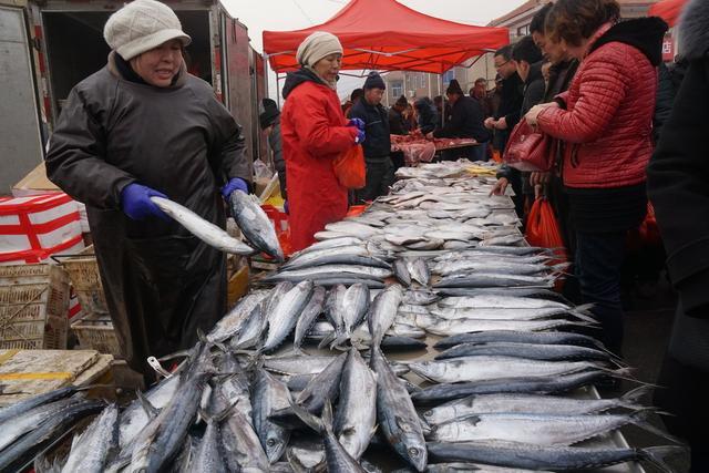 春节健康提醒:农村大集买的鱼有柴油味,这是为啥?还能吃吗?: