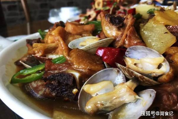 新年新味道,鸡肉别再卤着吃!教您一种特色做法,肉更嫩,汤更鲜|