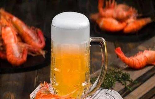 原创            过期啤酒直接倒掉?教你关于啤酒的3个妙招,一年省下不少钱