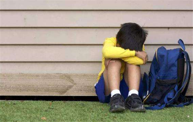 孩子经常在学校被欺负,父母应该怎么办?正确的方法在这里