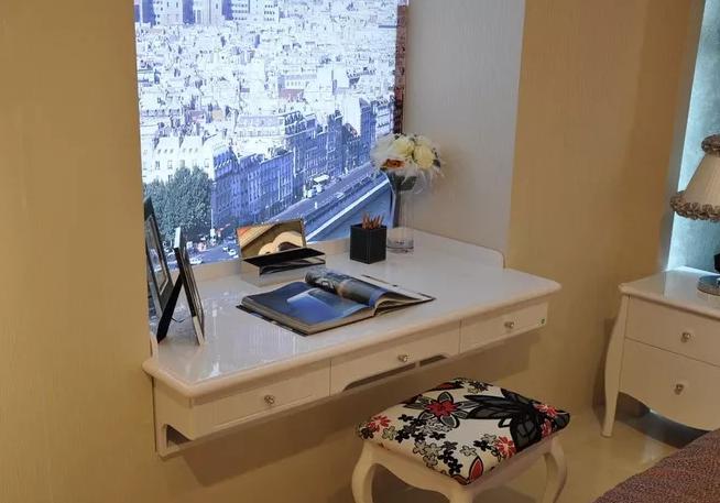 【把飘窗改造成书桌,很实用美观,这些问题也要注意】