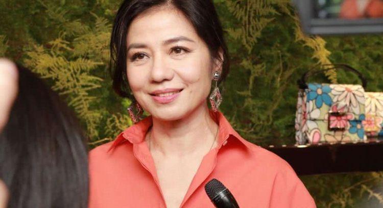 看看她曾经是香港著名明星