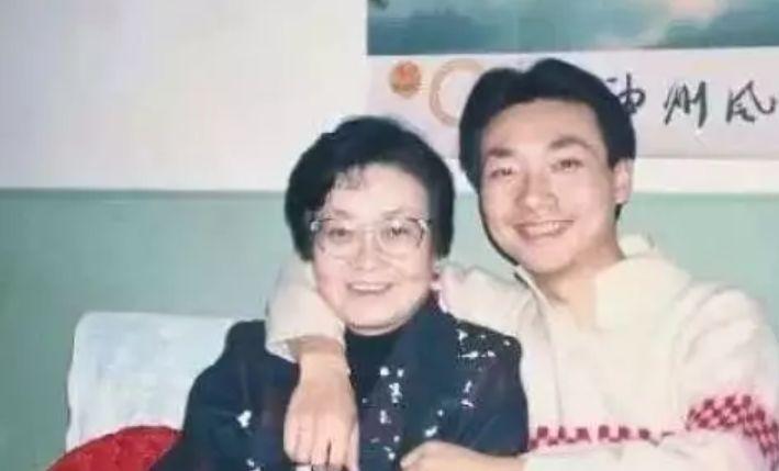 康辉失去挚爱429天后痛哭:我爱的人,再也回不来了......_