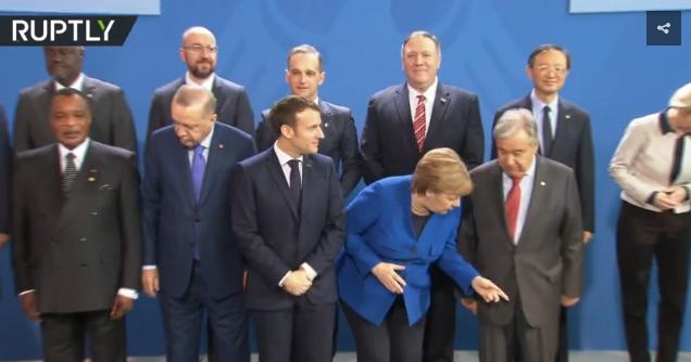 """""""普京在哪里?""""利比亚峰会合影出现小插曲:俄总统还没到,默克尔马克龙有点急"""