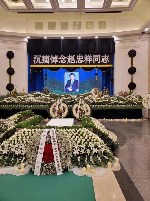 与赵忠祥告别,倪萍痛哭到被搀扶,互怼几十年的友情其实格外真挚