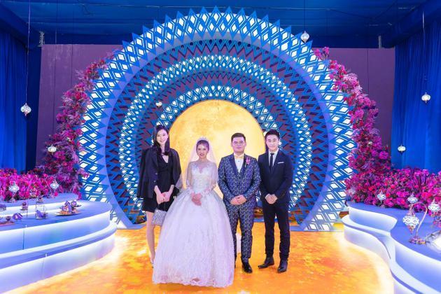 奚梦瑶何猷君出席朋友婚礼,长腿吸睛,网友:期待你们自己的婚礼