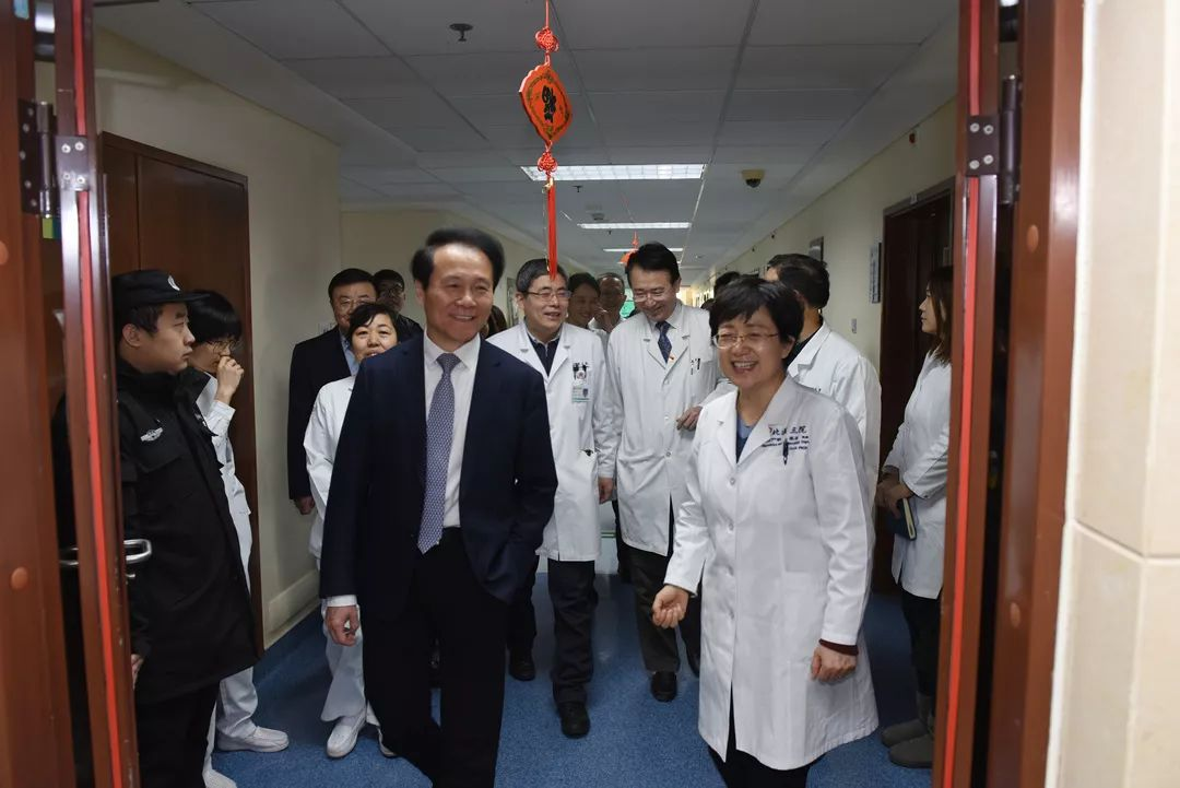 北大医学部领导看望慰问北医三院一线医务人员