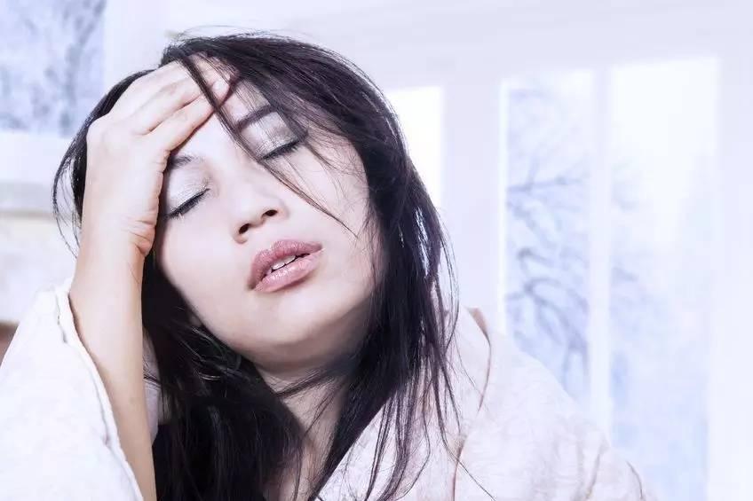 """月子期有四个部位不能受寒,不想得""""月子病"""",产妇要捂好"""