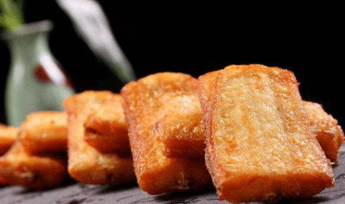 炸带鱼时, 拍粉还是挂糊? 很多人做错了, 难怪带鱼不入味, 腥味重: