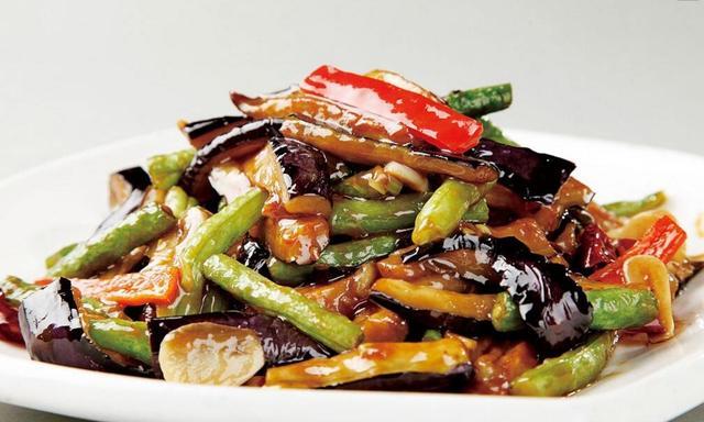 【家常菜:烧茄子,香芹腊肉,四喜丸子,咖喱鸡翅】