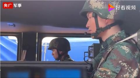 《央广军事》探班《号手就位》李易峰操作导弹车英姿飒爽