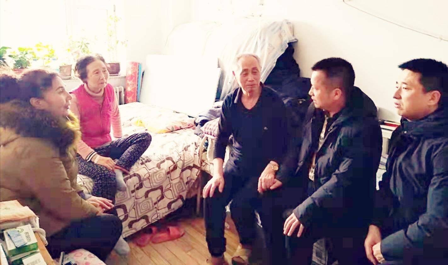 """奉献是快乐的 """"中国好人""""刘铁军的公益情怀"""