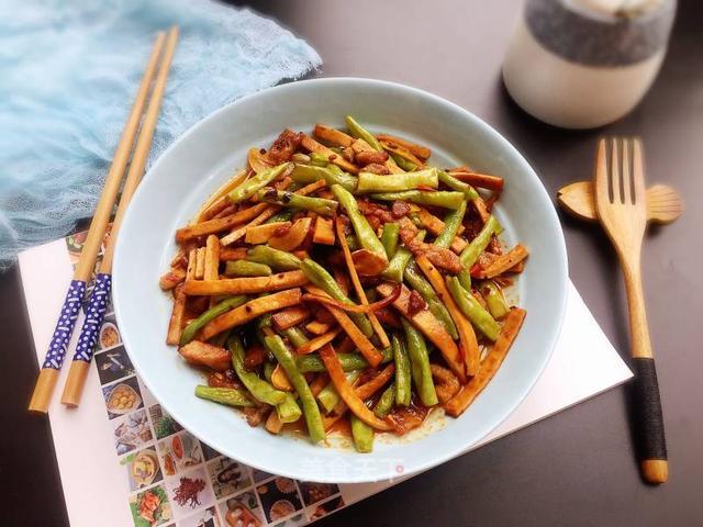 _家常菜:香干肉丝,黄豆焖猪蹄,清蒸黄花鱼,红烧带鱼