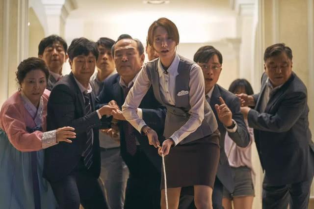 韩国票房狂轰4.69亿,观影人次破942万,林允儿影坛最轰动一次插图(4)
