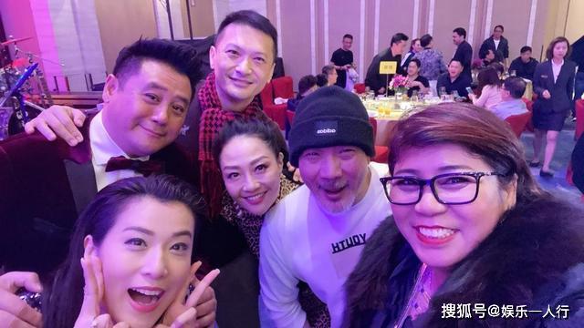 53岁陈锦鸿出席聚会,皱纹明显但仍帅气,为自闭症儿子跑商演赚钱