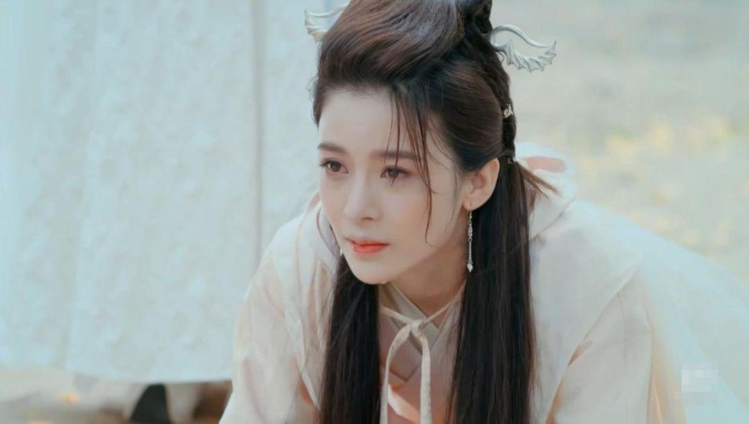 胡一天当她老公,杨超越给她做配,手握10部待播剧的她成爆款女主?