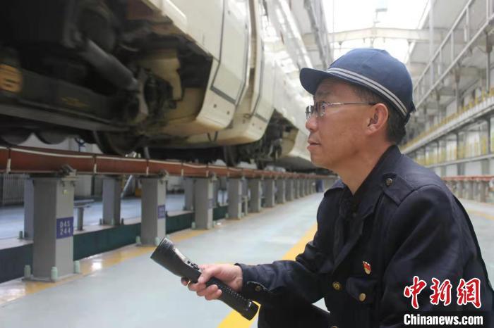 """青藏铁路""""动车医生""""许建国的第"""